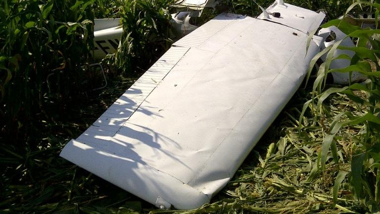 Side view of a Cessna 172 that crashed in Mapleton (Transportation Safety Board)