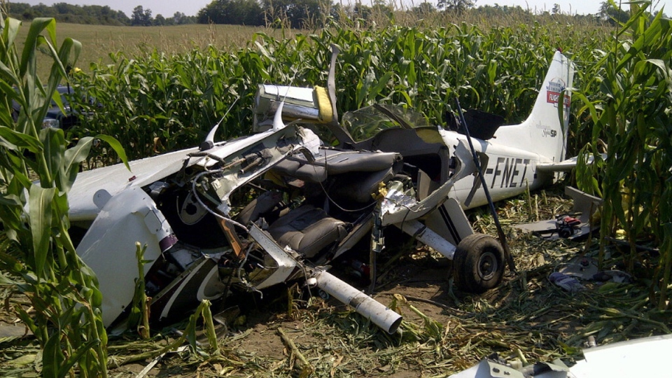 Debris from a plane crash sits in a field in Moorefield, Ont., on Saturday, Aug. 25, 2012. (Transportation Safety Board / THE CANADIAN PRESS)