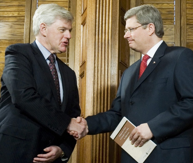 John Manley presents his report on Canada's future in Afghanistan to Prime Minister Stephen Harper on Parliament Hill in Ottawa on Tuesday, Jan. 22, 2008. (Tom Hanson / THE CANADIAN PRESS)