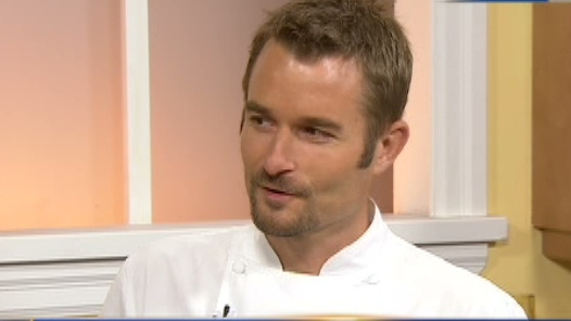 Chef Ned Bell cooked up a crab and lobster bake on CTV's Canada AM, Aug. 29, 2012.