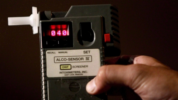 An RCMP Constable holds a breathalyzer test in Surrey, B.C., on Sept. 24, 2010. (Darryl Dyck / THE CANADIAN PRESS)