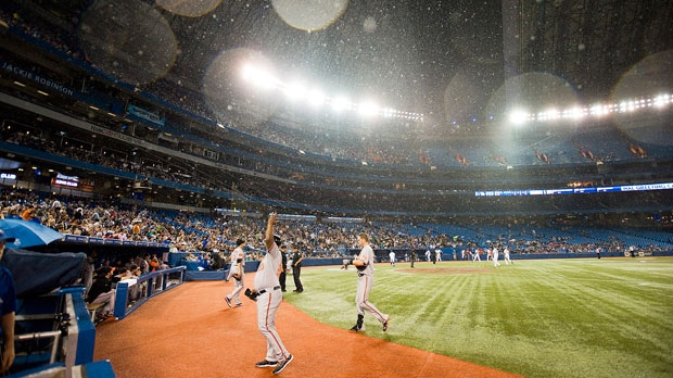 Blue Jays Fans Sign Petition To Open Roof Of Rogers Centre