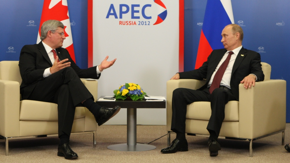 Prime Minister Stephen Harper speaks with Russian President Vladimir Putin during the APEC summit in Vladivostok, Russia, Saturday, Sept 8, 2012. (Adrian Wyld / THE CANADIAN PRESS)
