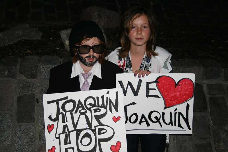 Does the fake Joaquin Phoenix have real fans, or fake fans? (Sheri Block/CTV.ca)