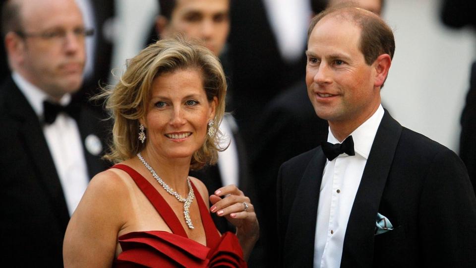 Who lives at Buckingham Palace?