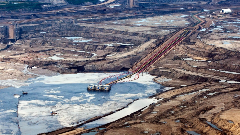 An oilsands facility seen from a helicopter near Fort McMurray, Alta., on Tuesday, July 10, 2012. (Jeff McIntosh / THE CANADIAN PRESS)