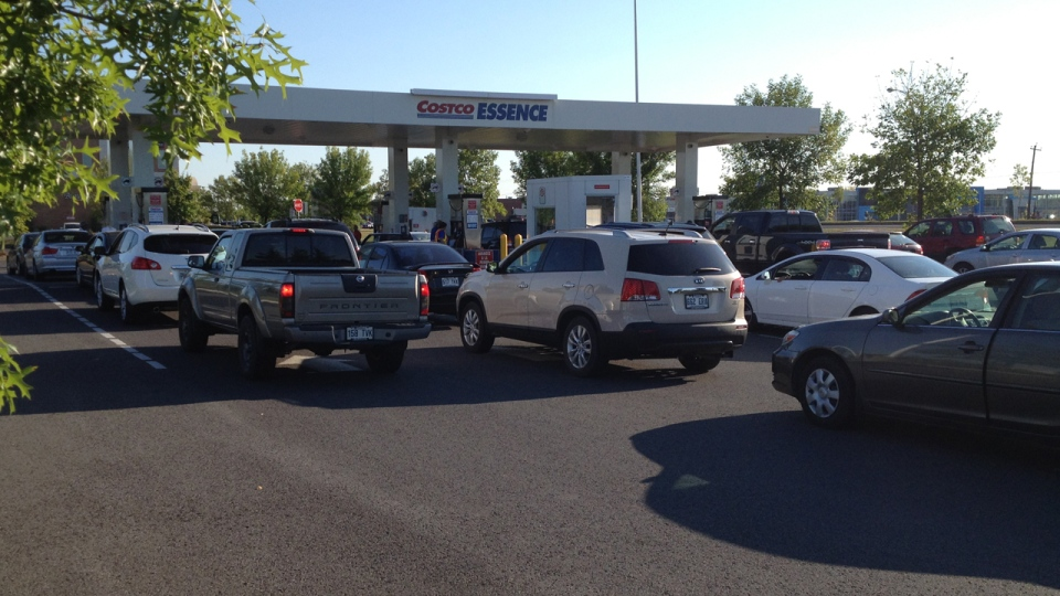 Drivers were lined up four deep to fill up at a Costco gas station selling for $1.35/L, 18 cents cheaper than competitors. Sept. 12, 2012 (CTV Montreal/Jean-Luc Boulch)