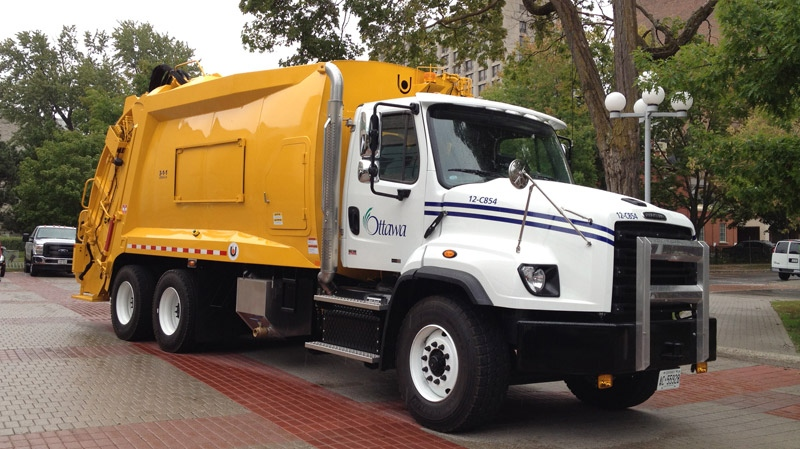 The city of Ottawa unveiled dual-collection garbage trucks that will be able to collect organic waste and recyclable materials at the same time.