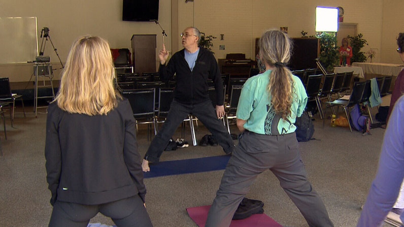 David Bercelli teaches a class how to relieve stress through shaking on Sept. 15, 2012. (CTV)