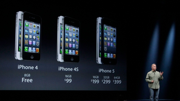 Phil Schiller, Apple's senior vice president of worldwide marketing, gives prices of the iPhone 5 du