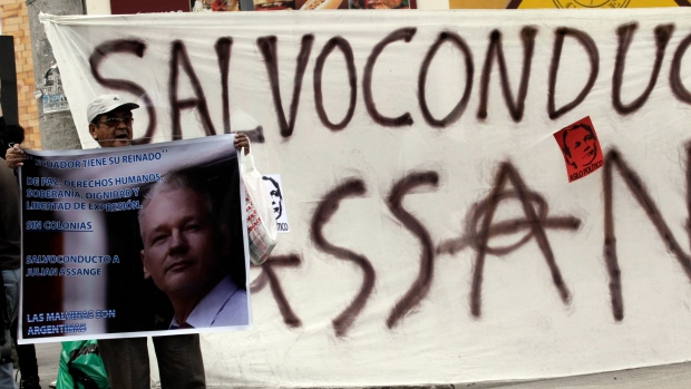 WikiLeaks, Julian Assange, Ecuador