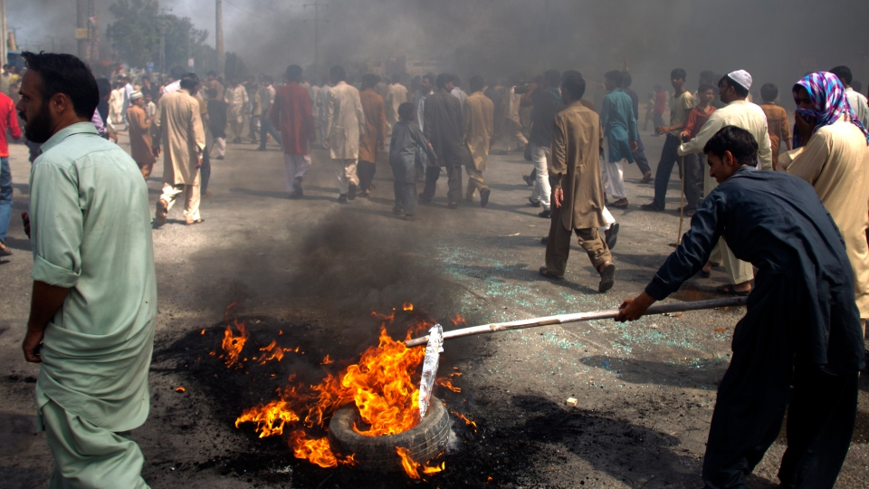 Pakistani protesters burn tires to block the main highway in Rawalpindi, Pakistan on Friday, Sept. 21, 2012. (AP / B.K. Bangash)