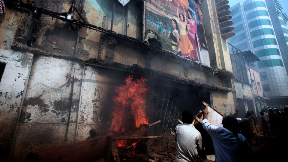 Protesters torch a cinema in Peshawar, Pakistan on Friday, Sept 21, 2012. (AP/Mohammad Sajjad)