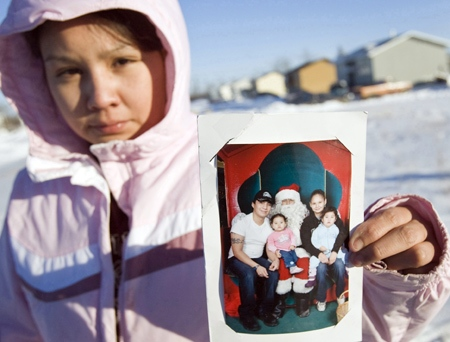 Aunt Sheila Pauchay shows a family photo of (left to right) Christopher Pauchay, Santana Pauchay, Tracey Jimmy and Kaydance Pauchay taken a month ago with Santa Claus, on the Yellow Quill First Nation, Sask. on Wednesday, Jan. 30, 2008. (THE CANADIAN PRESS / Troy Fleece)