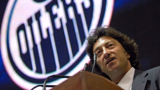 Daryl Katz takes ownership of the Edmonton Oilers during a news conference at Rexall Arena in Edmonton on Wednesday July 2, 2008. (Jimmy Jeong / THE CANADIAN PRESS)