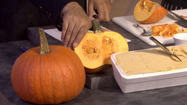James Coleridge of Bella Gelateria in Vancouver prepares tasty pumpkin gelato. Oct.1, 2012.(CTV)