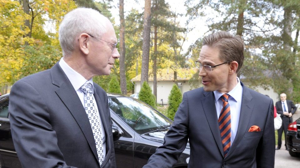 Finnish Prime Minister Jyrki Katainen, right, shakes hands with President of the European Council Herman Van Rompuy, at the Prime Minister's official residence, in Helsinki, Finland, Friday, Oct. 12, 2012. (AP / Lehtikuva, Vesa Moilanen)