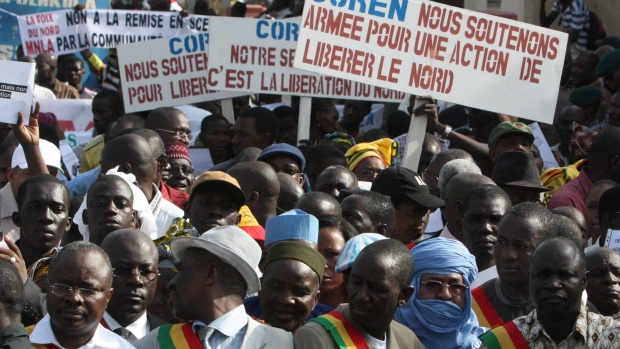 Thousands Malians march in support of foreign aid