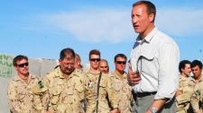 Defence Minister Peter MacKay  talks to Canadian troops in Kandahar, Afghanistan, Monday, Oct. 11, 2010. (Jonathan Montpetit / THE CANADIAN PRESS)